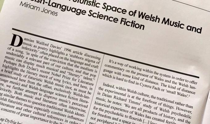 Sgwrs: Dyfodoliaeth gyda Rhys Mwyn, RadioCymru